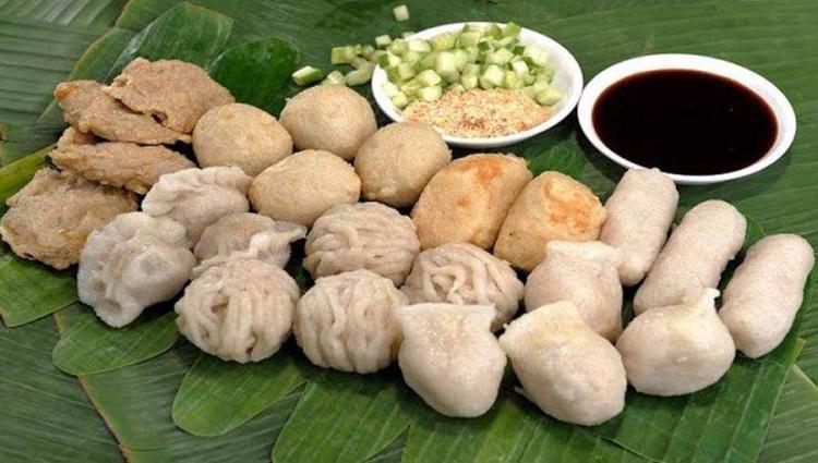 Pempek atau empek-empek adalah makanan khas dari Kota Palembang. Copyright: palembang.tribunnews.com