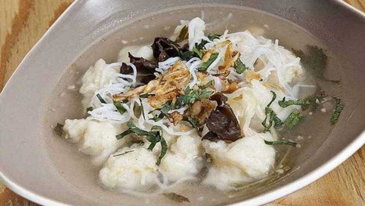 Tekwan merupakan salah satu masakan yang berasal dari Kota Palembang. Copyright: resepabens.com
