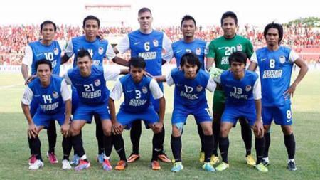 Aswar Syamsuddin (21 jongkok kedua dari kiri) saat memperkuat PSM Makassar diajang IPL. - INDOSPORT