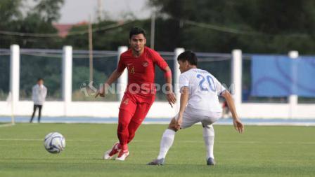 Asnawi Mangkualam beraksi dalam pertandingan antara Indonesia U-23 vs Laos U-23 SEA Games Filipina 2019, Kamis (05/12/19).
