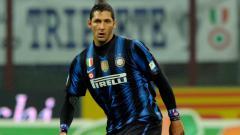 Indosport - Legenda Inter Milan, Marco Materazzi menyapa Erick Thohir di sela-sela momen kebersamaannya dengan pebulutangkis, Greysia Polii.