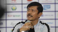Indosport - Pelatih Timnas Indonesia U-23, Indra Sjafri dalam jumpa pers jelang melawan Myanmar U-23 di Stadion Rizal Memorial, Jumat (06/12/19).