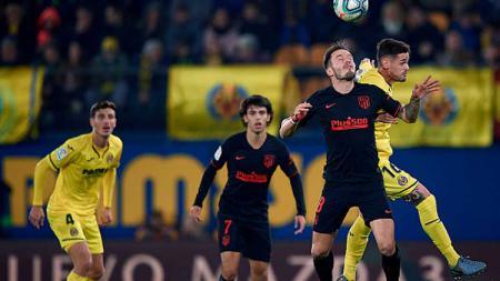 Duel pemain Villarreal vs Atletico Madrid dalam laga LaLiga Spanyol 2019-2020 pekan ke-16 - INDOSPORT