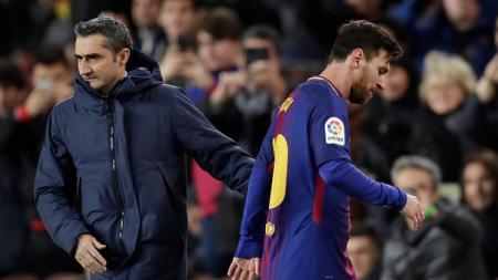 Jauh berbeda, begini sambutan Lionel Messi dan Ernesto Valverde kala Barcelona jamu Atletico Madrid di semifinal Piala Super Spanyol. - INDOSPORT