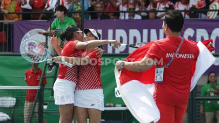 Beatrice Gumulya/Jessy Rompies mengalahkan pasangan Thailand, Plipuech Pengatarn/Tanasugarn Tamarine (6-3, 6-3) di Rizal Memorial Tennis Court, Manila, Sabtu (07/12/19).
