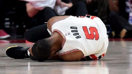 Bintang Portland Trail Blazers, Rodney Hood mengalami cedera parah ketika timnya bertandingan melawan LA Lakers pada laga NBA, Sabtu (07/12/19). - INDOSPORT