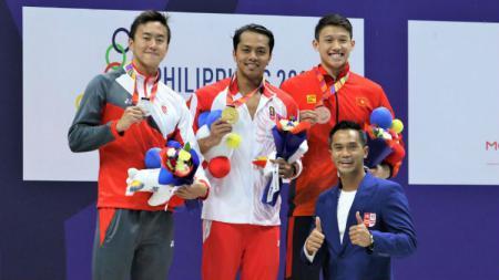 I Gede Siman Sudartawa akhirnya berhasil sabet mendali emas renang pertama bagi kontingen Indonesia di ajang SEA Games 2019, dari nomor 50 meter gaya punggung putra. - INDOSPORT
