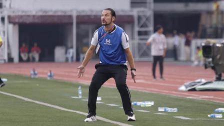 Pelatih Myanmar U-23, Velizar Popov tak kuasa menahan emosinya saat melihat tim besutannya menghadapi Timnas Indonesia U-23 di SEA Games 2019