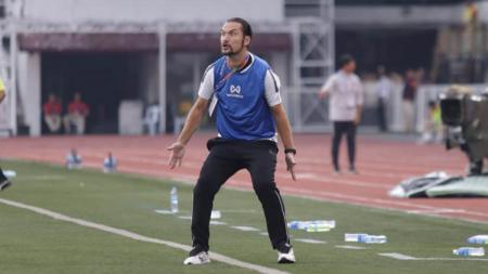 Pelatih Myanmar U-23, Velizar Popov tak kuasa menahan emosinya saat melihat tim besutannya menghadapi Timnas Indonesia U-23 di SEA Games 2019 - INDOSPORT