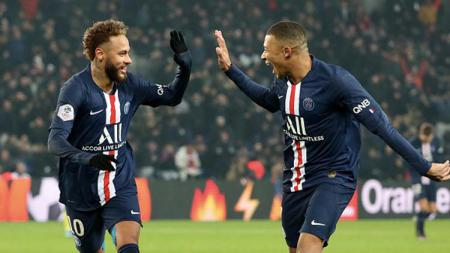 Dua pemain bintang PSG, Neymar (kiri) dan Kylian Mbappe selamatkan timnya dari kekalahan saat melawan Montpellier pada pertandingan Ligue 1 2019-2020 pekan ke-16. - INDOSPORT