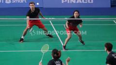 Indosport - Rinov Rivaldi/Phita Haningtyas Melati vs Goh Soon Huat/Lai Shevon Jemie di semifinal SEA Games 2019.