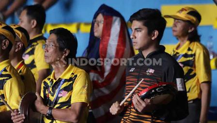 Syed Saddiq nampak mengenakan baju Timnas Malaysia saat memberikan dukungan langsung untuk para pebulutangkis wakil negaranya di semifinal SEA Games 2019.