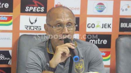 Pelatih PSIS Semarang, Bambang Nurdiansyah, dalam konfrensi pers pasca kemenangan 5-1 atas Arema FC di Liga 1 2019. - INDOSPORT