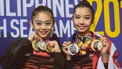 Indosport - Izzah Amzan (kiri) bersama dengan Koi Sie Yan, kontingen Malaysia di SEA Games 2019.