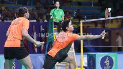 Indosport - Momen ketika pebulutangkis ganda campuran Indonesia Praveen Jordan headshot wakil Jepang Yuta Watanabe yang mendapat sanjungan dari komentator asing.