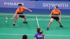 Indosport - Pasangan ganda campuran Indonesia, Praveen Jordan/Melati Daeva Oktavianti berhasil menang atas Goh Soon Huat/Shevon Jemie Lai dari Malaysia SEA Games 2019, Senin (09/12/19).