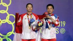 Indosport - Istri Hendra Setiawan, Sandiana Arief merasa terenyuh setelah mendengar kisah perjuangan Greysia Polii untuk mendapatkan medali emas di turnamen SEA Games 2019.