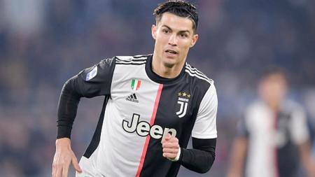 Pemain megabintang klub Serie A Italia, Juventus, Cristiano Ronaldo menggunakan ikat kepala atau bandana saat bertanding. - INDOSPORT