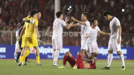 Para pemain Timnas U-23 terlihat tertunduk lesu setelah dipastikan gagal meraih medali emas di SEA Games 2019.