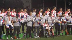 Timnas Indonesia harus puas meraih medali perak SEA Games 2019 usai takluk 0-3 di partai final menghadapi Vietnam.