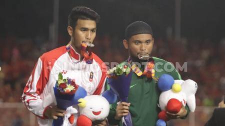 Tetap Tegar meski hanya dapat meraih medali perak di SEA Games 2019, itulah yang dilakukan dua penggawa Timnas Indonesia U-23, Muhammad Rafli (kiri) dan Saddil Ramdani - INDOSPORT