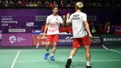 Indosport - Aksi pebulutangkis ganda putra Indonesia, Kevin Sanjaya/Marcus Gideon di kompetisi BWF World Tour Finals 2019.