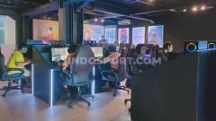 Indosport - Penggiat eSports sekaligus eks Youtuber, Reza Arap Oktovian baru saja membuka eSports center dengan genre berkelas, hingga dianggap sebagai warnet 'sultan'.
