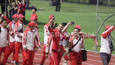 Sejumlah Kontingen Indonesia saat berjalan pada acara penutupan SEA Games 2019. - INDOSPORT