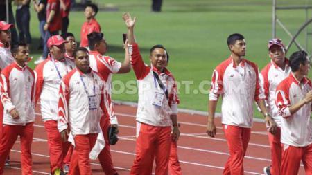 Sejumlah jajaran pengurus kontingen Indonesia turut ramaikan acara penutupan SEA Games 2019. - INDOSPORT