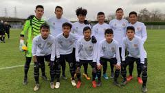 Indosport - Dua wonderkid Arema FC, Muhammad Afin Bahrani dan Ridyan Taufiq, mendapat tugas khusus dari pelatih pada pertandingan uji coba Garuda Select vs Torino U-18.