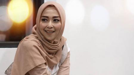 Vivi Rezky Dirgayatri, istri dari pemain Arema FC Dendi Santoso. - INDOSPORT