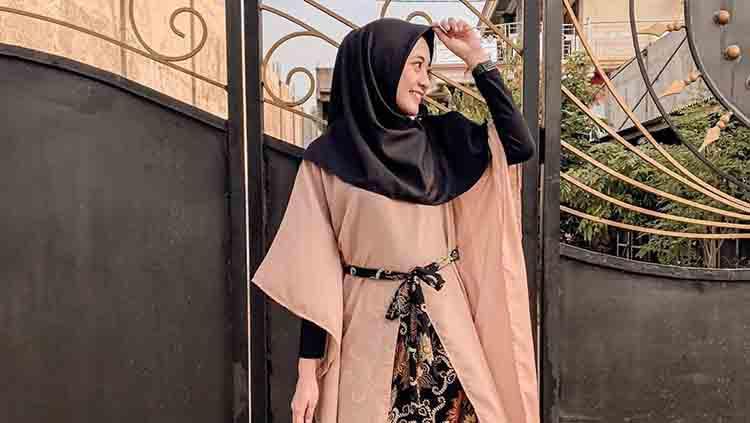 Zerlinda Gitta Anggraeni, istri dari pemain Persebaya Surabaya Hansamu Yama Pranata. Copyright: Instagram.com/zrlnda