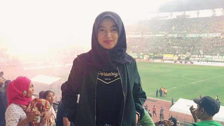 Devina Ferling, istri dari pemain Persebaya Surabaya Misbakus Solikin. Copyright: Instagram.com/dferling