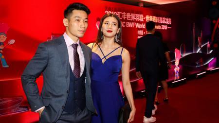 Goh Liu Ying (kanan) saat bersama dengan Chan Peng Soon dalam gala dinner BWF World Tour Finals 2019 - INDOSPORT