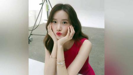 Publik dikejutkan dengan potret kebersamaan Dian Sastrowardoyo dengan Yoona SNSD. Di balik pemberitaan tersebut, idol K-Pop itu rupanya dekat dengan olahraga. - INDOSPORT