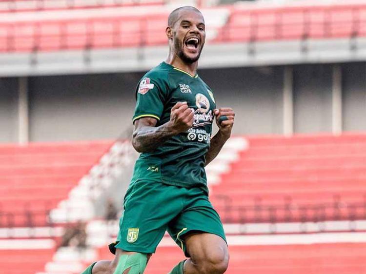 Selebrasi pemain Persebaya David da Silva usai mencetak gol ke gawang Arema FC Shopee Liga 1 di Stadion Batakan, Samarinda, Kamis (12/12/19). Copyright: Instagram@officialpersebaya