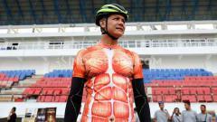 Indosport - Gubernur Jawa Tengah, Ganjar Pranowo saat Mengunjungi Proyek Renovasi Stadion Jatidiri.