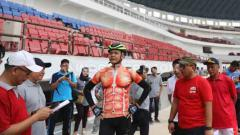 Indosport - Gubernur Jawa Tengah, Ganjar Pranowo Mengunjungi Proyek Renovasi Stadion Jatidiri.