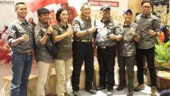 Indosport - Tim Eiger siap menyambangi Hkakabo Razi, puncak tertinggi se-Asia Tenggara pada Agustus 2020.