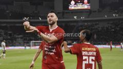 Indosport - Marko Simic berhasil mencetak tiga gol dan membawa Persija Jakarta menang telak atas Madura United dalam lanjutan laga pekan ke-32 Shopee Liga 1 2019 di Stadion Utama Gelora Bung Karno, Jumat (13/12/19).