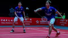 Indosport - Pebulutangkis Kevin Sanjaya jadi korban 'diangguri' di fase penyisihan grup BWF World Tour Finals 2019 saat berhadapan dengan Takeshi Kamura/Keigo Sonoda.
