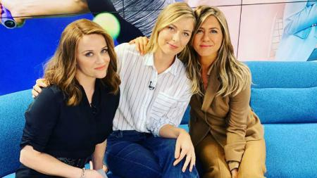 Petenis Maria Sharapova ikut syuting serial The Morning Show bersama Reese Witherspoon dan Jennifer Aniston. - INDOSPORT