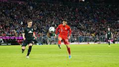 Indosport - Philippe Coutinho (kanan) rencananya bakal dipermanenkan Bayern Munchen yang kini tengah meminjamnya dari klub LaLiga Spanyol, Barcelona.