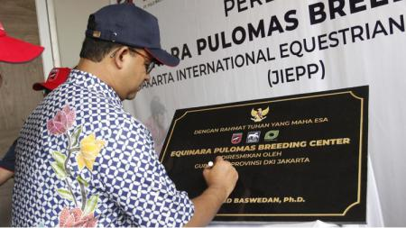 Prasasti berkuda diresmikan secara langsung oleh Gubernur DKI Jakarta, Anies Baswedan, di Jakarta. - INDOSPORT