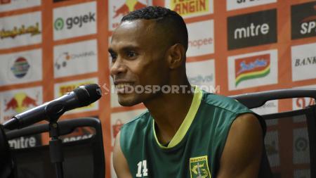 CEO klub Liga 1 PSM Makassar, Munafri Arifuddin, rupanya sempat merayu bek sayap kiri senior, Ruben Sanadi. - INDOSPORT