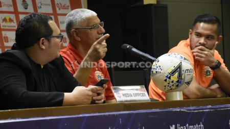 Jumpa pers Persija menjelang laga Liga 1 2019 yang dihadiri pelatih Edson Tavares dan kapten Andritany Ardhiyasa di Media Center Stadion GBK, Jakarta, Senin (16/12/19). - INDOSPORT