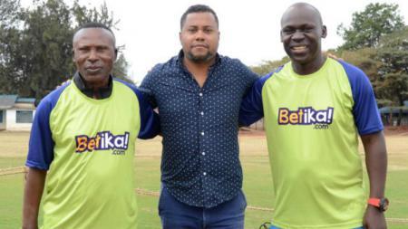 Nyatakan minat untuk kembali berkarier di Liga 1 Indonesia, pelatih asal Portugal, Divaldo Alves, mengaku telah jatuh cinta dengan Persebaya Surabaya dan para pendukungnya (Bonek). - INDOSPORT