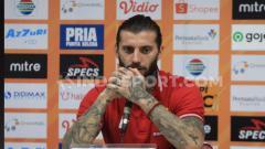Indosport - Pemain asal Serbia, Bojan Malisic, sangat terharu dengan suporter klub Liga 1 2020 Persib Bandung, Bobotoh, karena perhatiannya di tengah bencana virus corona.