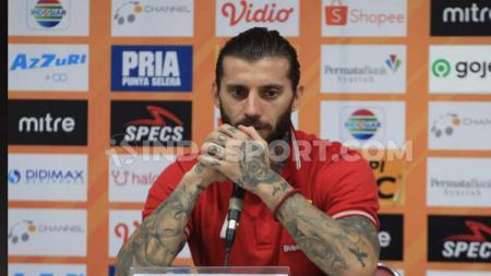 Pemain asal Serbia, Bojan Malisic, sangat terharu dengan suporter klub Liga 1 2020 Persib Bandung, Bobotoh, karena perhatiannya di tengah bencana virus corona. - INDOSPORT