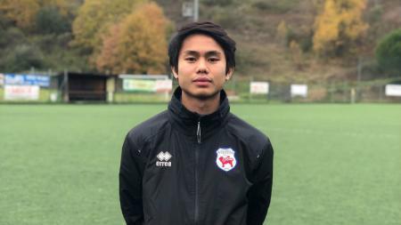 Pesepakbola muda asal Indonesia yang sempat menjajal Liga Italia, Emir Eranoto, memutuskan untuk menyudahi kontraknya di tim dan kembali ke Tanah Air. - INDOSPORT